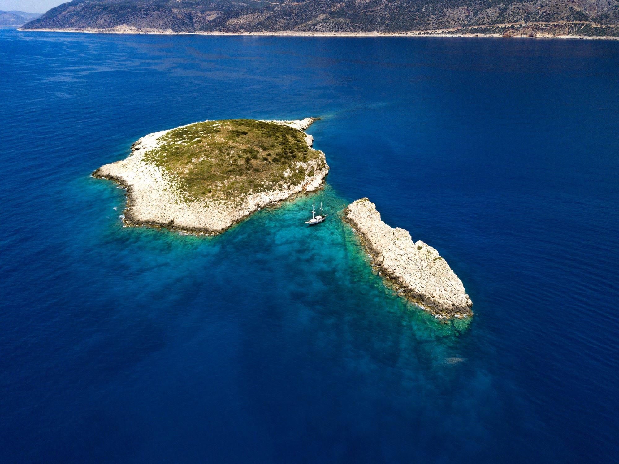 Luxury 2-3 night mini-cruises. Swim, sail, snorkel, scuba, sun, snooze or dream