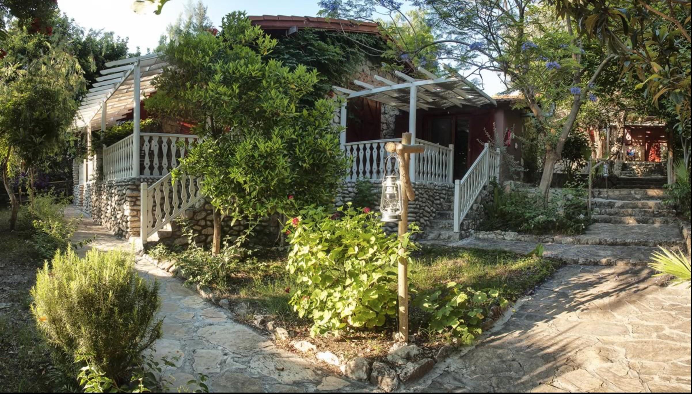 Nautical-Stone House 536